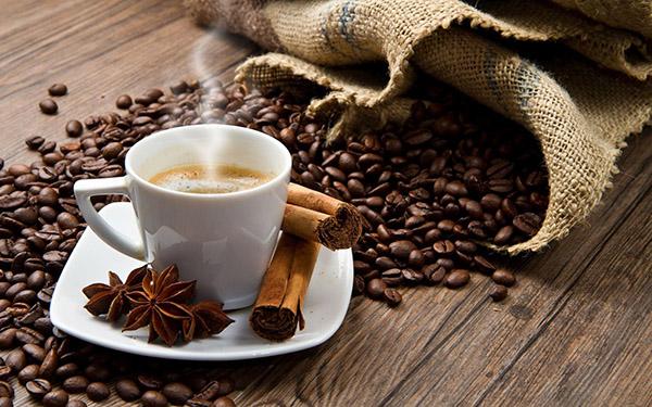 Ly sứ pha cà phê