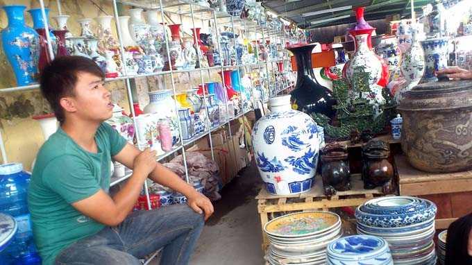 So sánh lọ hoa gốm sứ bát tràng và lọ hoa gốm sứ Trung Quốc